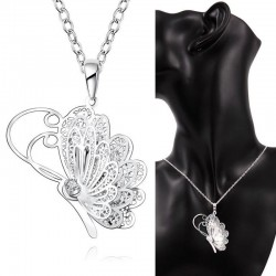 Collier papillon aile dentelle