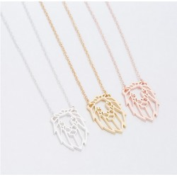 Collier lion forme geometrique